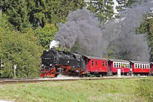 steam-locomotive-2106644_1920